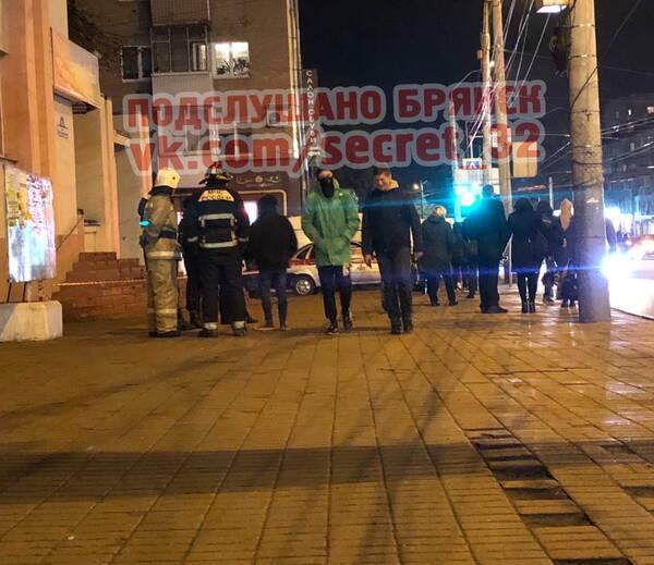 В Брянске экстренные службы оцепили территорию у статуправления