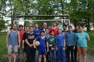Брянский депутат Пешехонов подарил юным футболистам ворота