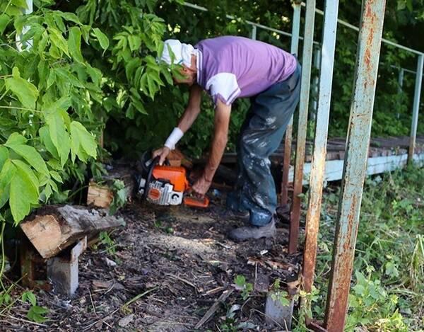 В Брянске продолжается ремонт пешеходных лестниц по улице Кулькова