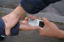 В Брянске парень отобрал у собутыльника телефон для продолжения банкета