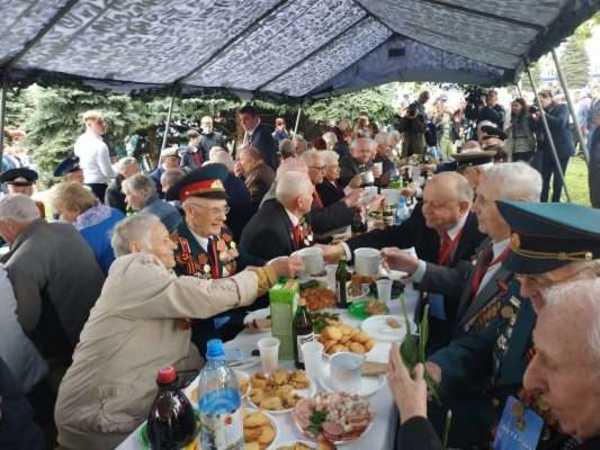 В Брянске на площади Партизан устроили «Солдатский привал»