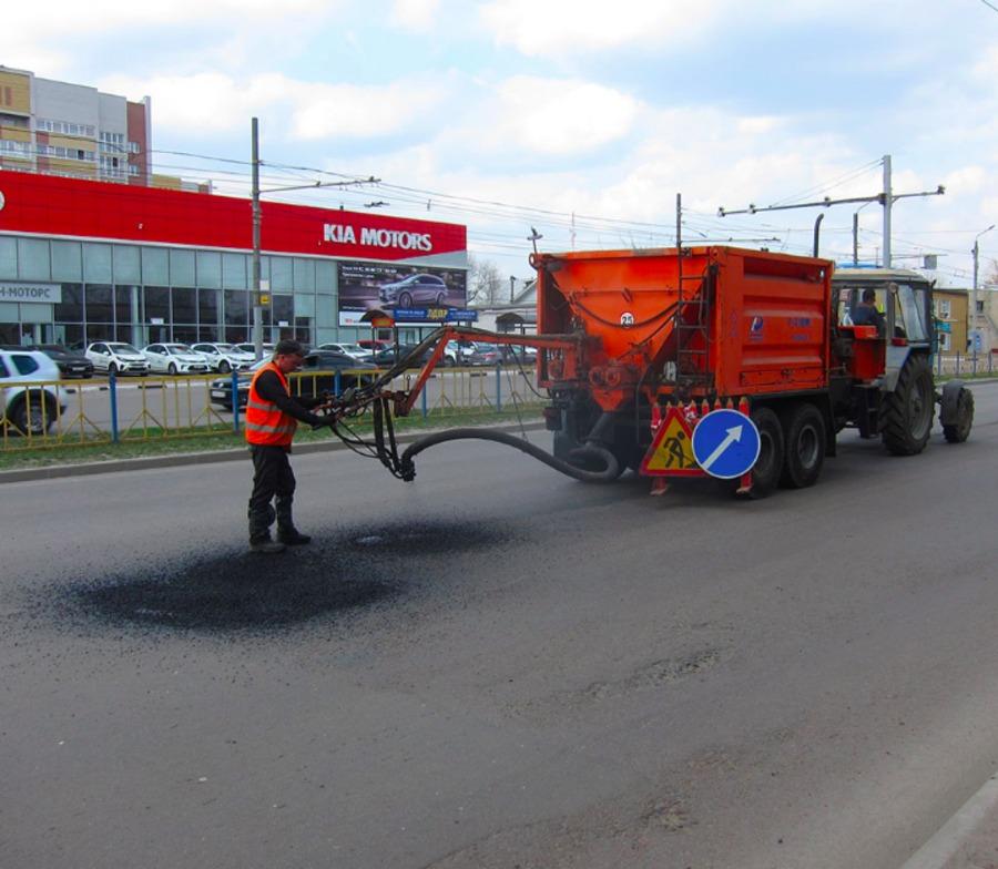 В Брянске приступили к ремонту дорог при помощи установки «Белта»