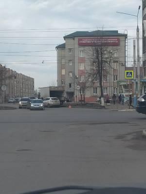 В Брянске столкнулись грузовик и легковушка на улице Ермакова