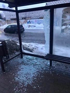 В Брянске вандалы разнесли остановку общественного транспорта