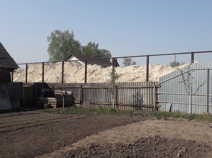 В Брянске загадочная стройка на Городище напугала соседей