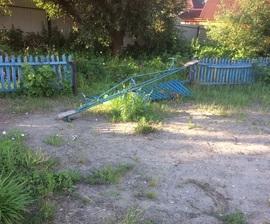 Об ужасах на детской площадке рассказали жители брянского села Супонево
