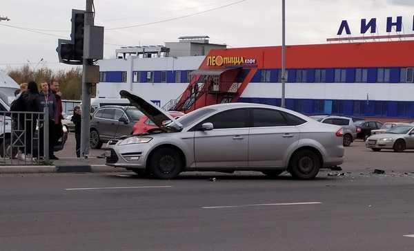 В Брянске в ДТП у гипермаркета «Линии» ранен 26-летний парень Брянск