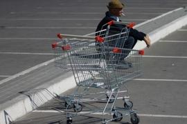 В Брянске у гипермаркета обокрали забывчивого водителя-пенсионера