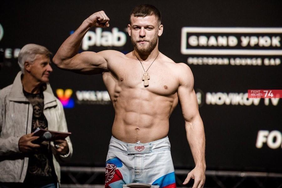 Брянский боец Алексахин мощным ударом нокаутировал бразильца Коррейа