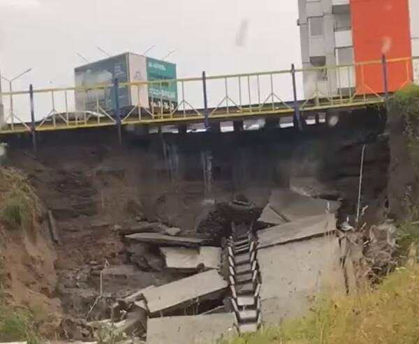 Сильный ливень нанес огромные разрушения дамбе на Смоленском шоссе в Брянске