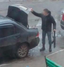 Жительница Брянска заподозрила соседа в торговле оружием