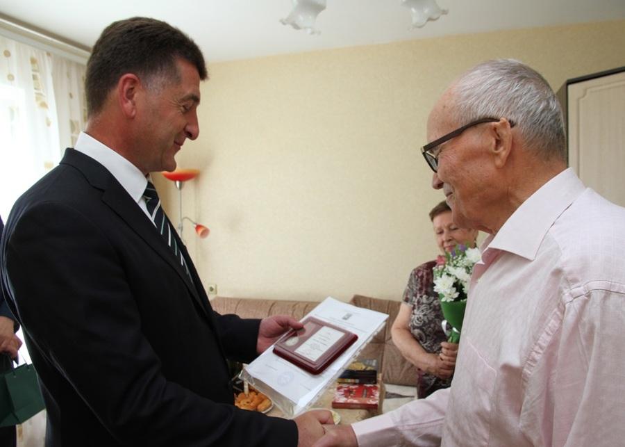 Почетный гражданин Брянска Анатолий Осадчий отметил 80-летний юбилей