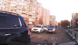 Пожаловавшегося на автоледи водителя в Брянске обвинили в трусости