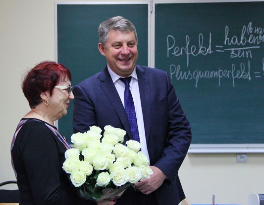 В Брянске стартовала акция «Спасибо первому учителю»