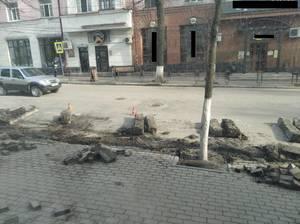 На улице Фокина в Брянске ремонтируют тротуар