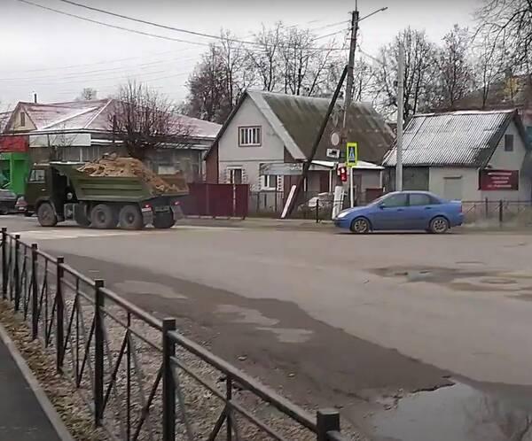В Жуковке сняли на видео опасный перекресток