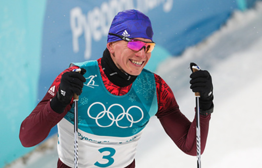 Брянский лыжник Большунов завоевал серебро в эстафете в Швеции