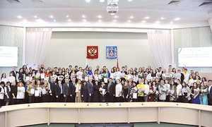 Брянским волонтерам вручили награды