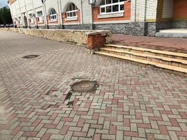 В Брянске возле стадиона «Динамо» провалился тротуар
