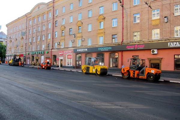 В Брянске круглосуточно ремонтируют проспект Ленина