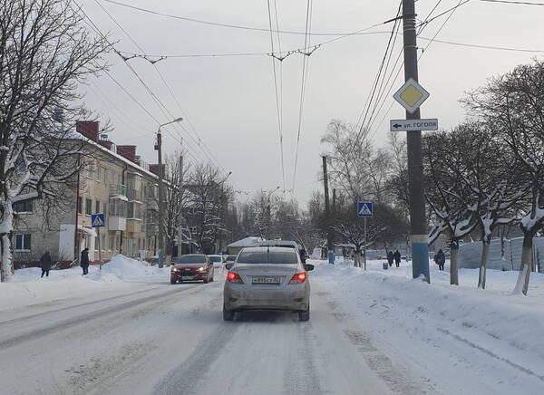 В Брянске дорога на улице Пушкина превратилась в ледяной каток