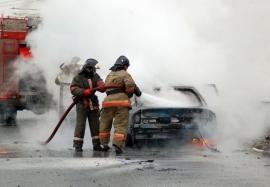 В Брянске на привокзальной площади сгорела легковушка