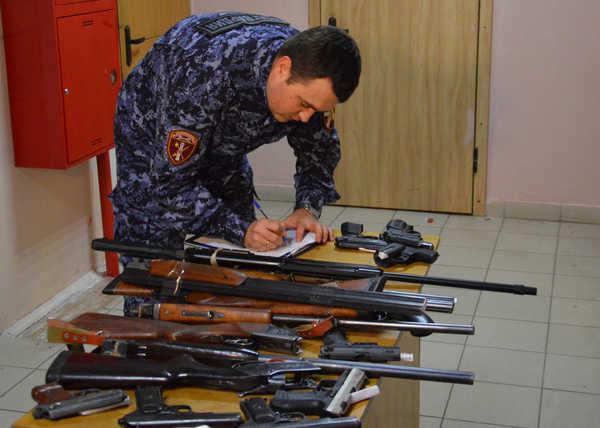 Брянцы добровольно сдали в полицию 40 единиц нелегального оружия