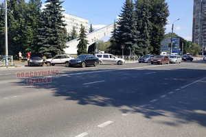 В Брянске на «Самолёте» столкнулись 3 легковушки