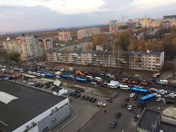 В Брянске в адской пробке на Авиационной насчитали 6 автобусов и 16 маршруток
