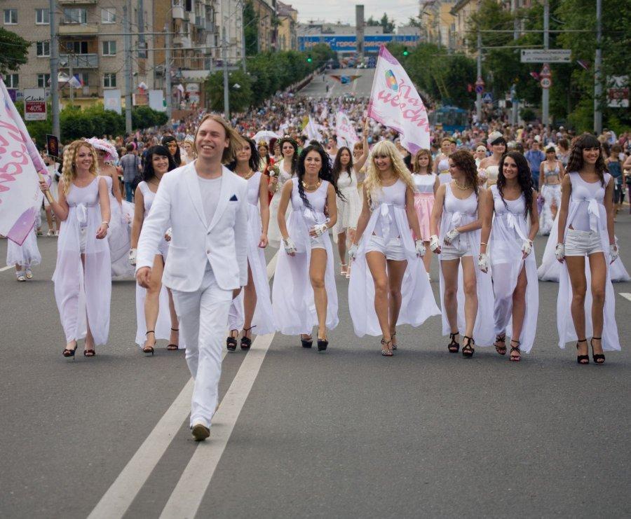 В Брянске отменили яркое шоу «Парад невест»