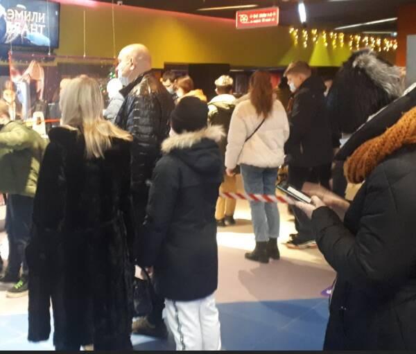 В Брянске с утра штурмовали кассы кинотеатра в ТРЦ «Аэропарк»