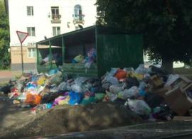В Брянске танки поедут на парад мимо огромной мусорной свалки