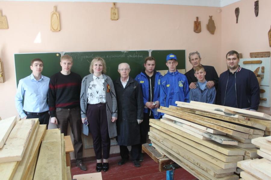 Депутатские кубометры для юных брянских столяров