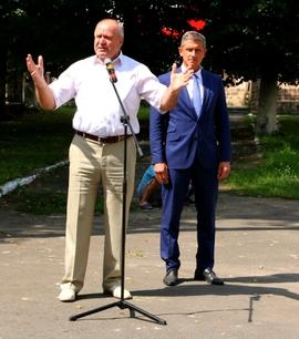 Депутат Брянской облдумы Бугаев на открытии обновленного бюста Пушкина в Клинцах