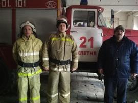 Брянские пожарные спасли упавшего в колодец мужчину