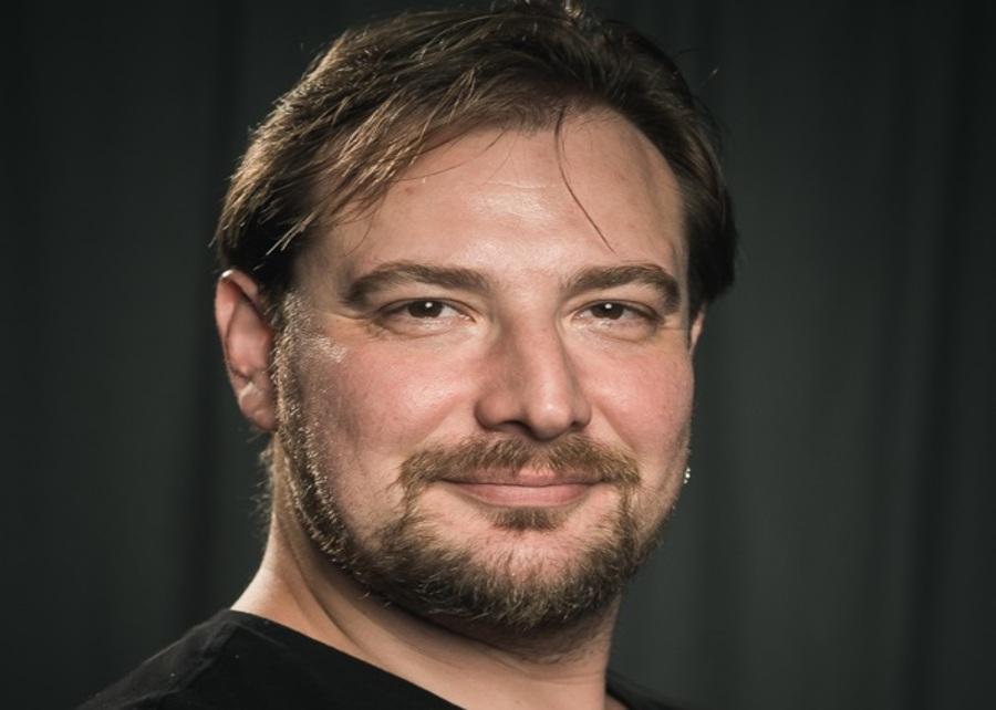 Брянцу Петру Маркину вручили престижную премию в огромном театре