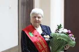 Глава Брянска поздравил с юбилеем Почётного гражданина города Валентину Стененкову