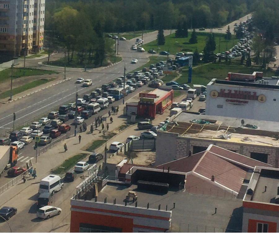 В Брянске возникла гигантская пробка из-за крупной аварии у поста ДПС