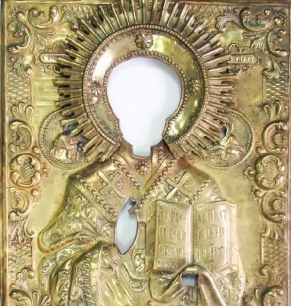 В Брянске в посылке обнаружили старинный оклад иконы
