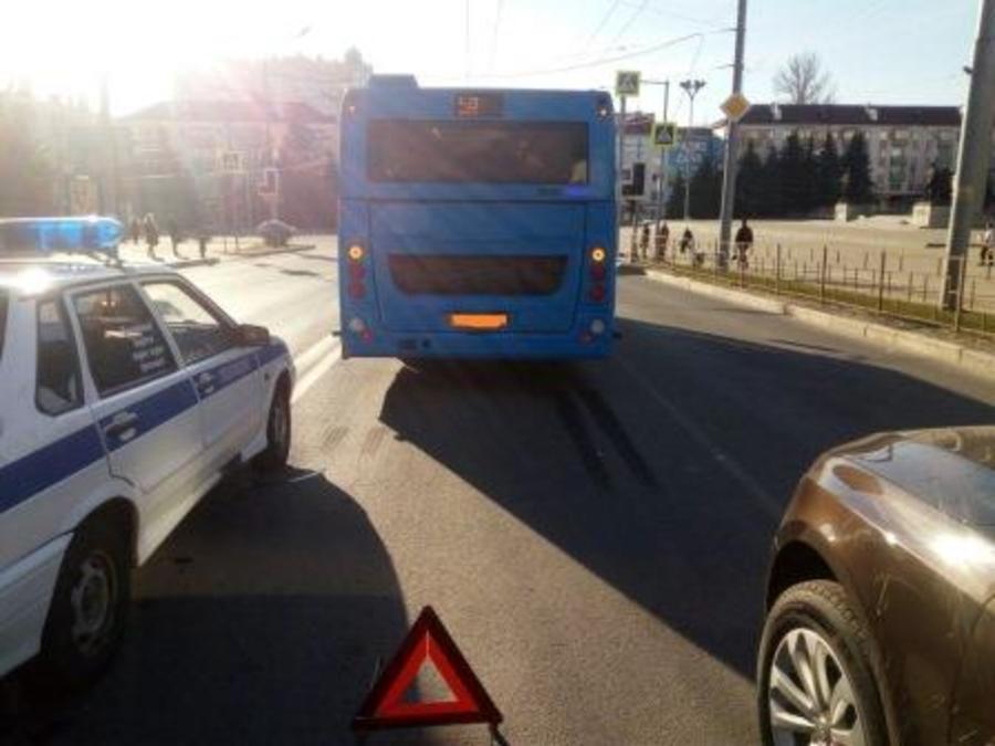 В Брянске водитель «синего» автобуса уронил 66-летнюю пассажирку
