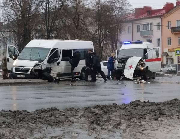 В Брянске место столкновения маршрутки №47 и «скорой помощи» назвали опасным