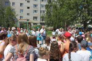 Тысячи брянских детей отпраздновали 1 июня с мороженым от ЛДПР