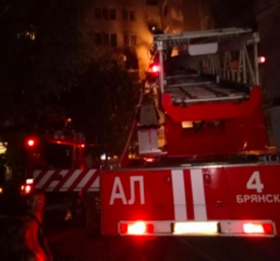 В Брянске сгорела квартира в девятиэтажном доме на Володарке