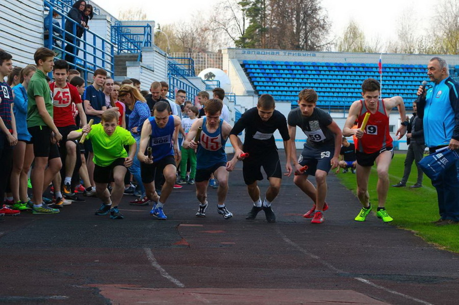 В Брянске прошла легкоатлетическая эстафета для школьников и студентов