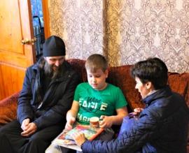 В Погарском районе священник привёз подарки больным детям
