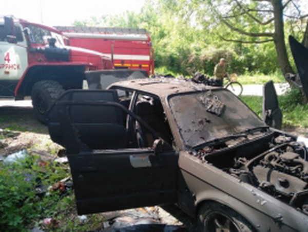 На улице Мичурина в Брянске сгорел гараж с легковушкой
