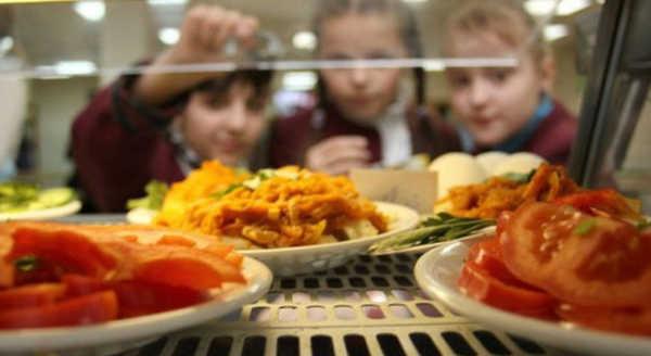 Клинцовские чиновники отказались бесплатно кормить детей-инвалидов