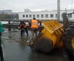 В Брянске сняли на фото лужи грязи в центре города