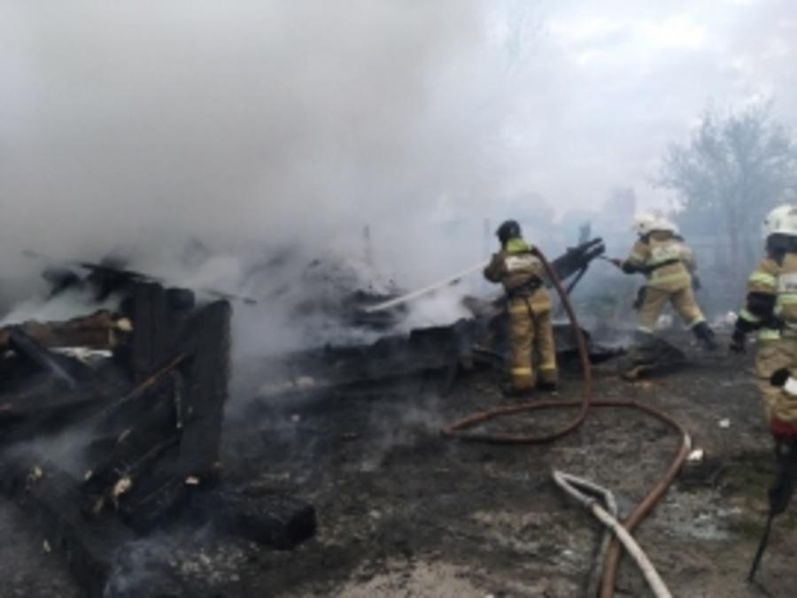 В брянском посёлке Большое Полпино сгорел заброшенный дом