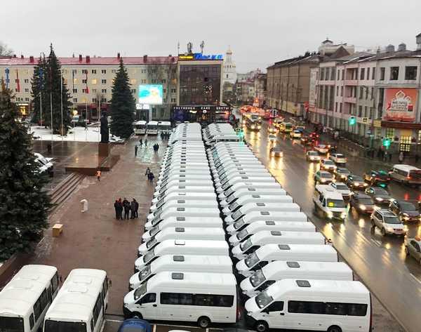 Ключи от 142 автобусов для районов области вручили в Брянске